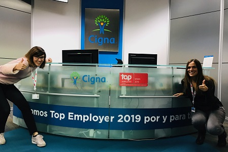 Spain employees celebrating being a Top Employer.