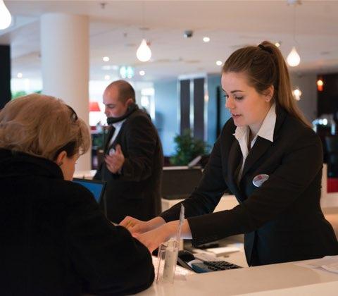 خدمات النزلاء، والعمليات، ومكتب الاستقبال
