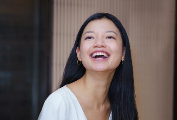 Kultur- Lächelnde Frau