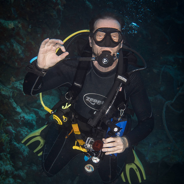 Udi, CEO of Tech Labs, diving with turtles