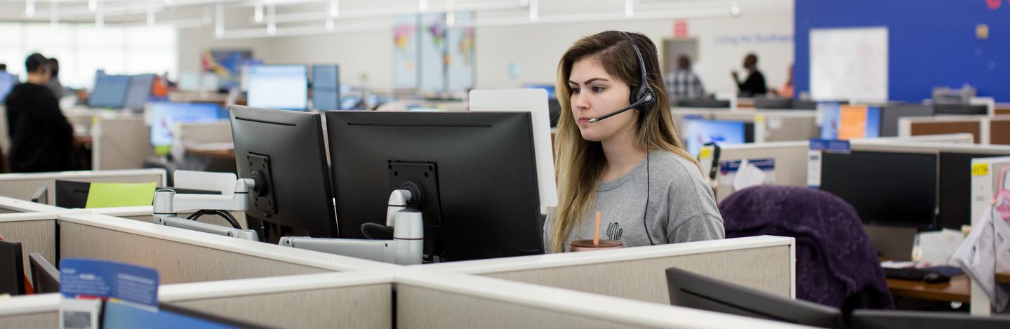 A Customer Representative helps a Customer on the phone